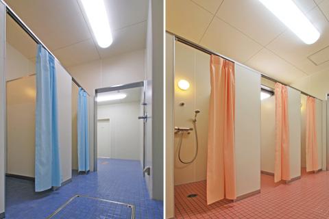 男女シャワー室