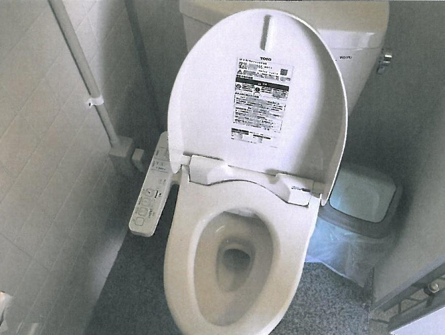 テニスコートトイレ