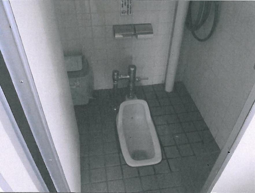 テニスコートトイレ3